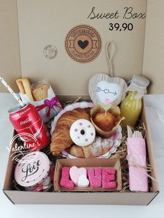Gifts For Cooks, Food Gifts, Diy Gifts, Valentines Breakfast, Birthday Breakfast, Gift Hampers, Gift Baskets, Diy Birthday, Birthday Gifts
