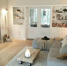 Schöne Farben fürs Wohnzimmer, Holzboden, weiße Türen – Donya – Beautiful colors for the living room, wooden floor, white doors – Donya – dye # for Related posts: Time to relax! Relaxation is a must in this beautiful living room … Autumn Decoration House Design, Home Living Room, House Styles, New Homes, Home Decor, House Interior, Home Deco, Interior Design, Home And Living