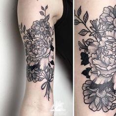 Tatuagem botânica em pontilhismo