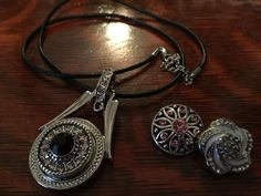 Pendant with 20 inch leather cord with 2 extra snap on charms by Nomaad