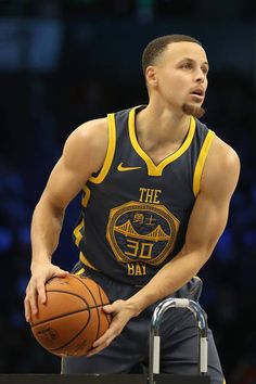 Stephen Curry of the Golden State Warriors prepares to shoot during the MTN DEW Contest as part of the 2019 NBA AllStar Weekend at Spectrum. Stephen Curry Basketball, Nba Stephen Curry, Warriors Basketball Team, Basketball Players, Stephen Curry Haircut, Stephen Curry Shooting, Wardell Stephen Curry, Golden State Basketball, Basketball Highlights