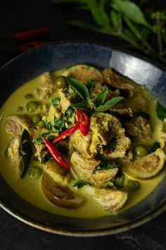 Easy Thai Green Beef Curry made in less than 30 minutes. It's creamy, full of flavor, beef and eggplant. Perfect with steamed rice or fermented rice noodles! #ThaiGreenCurry #GreenCurryRecipe #BeefGreenCurry #GreenCurryBeef #ThaiGreenBeefCurry #EasyDinner #30MinuteDinner #QuickDinner #EasyThaiRecipe #EasyThaiCurry #ThaiFood #สูตรแกงเขียวหวานเนื้อ #สูตรอาหารไทย Curry Recipes, Pork Recipes, Asian Recipes, Chicken Recipes, Japanese Recipes, Salmon Recipes, Gluten Free Recipes For Dinner, Healthy Dinner Recipes, Delicious Recipes