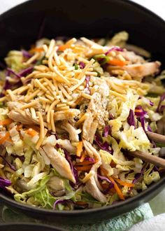 Close up of Chinese Chicken Salad with Asian Dressing in a rustic dark brown bowl, ready to be eaten salad salad salad recipes grillen rezepte zum grillen Lunch Snacks, Lunches, Asian Recipes, Healthy Recipes, Chinese Recipes, Cheap Recipes, Healthy Meals, Chicken Salad Recipes, Salad Chicken