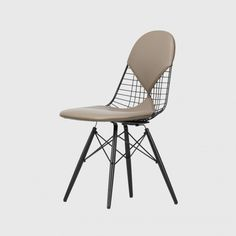 Vitra - Eames Wire Chair - sand/frame maple black/leather felt gliders basic dark black/new height Charles Eames, Accent Chairs For Living Room, Formal Living Rooms, Plywood Chair, Wire Chair, Small Elephant, Design Fields, Eames Chairs