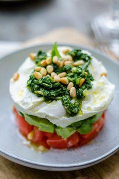 capresetaart, mozzarella weglaten of vervangen door vegan cheese Veggie Recipes, Vegetarian Recipes, Cooking Recipes, Healthy Recipes, Salad Recipes, I Love Food, Good Food, Yummy Food, Tapas