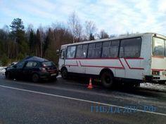 Полицейский устроил ДТП с рейсовым автобусом в Ивановской области (15.11.2017)   В Шуйском районе Ивановской области иномарка, за рулём которой находился полицейский, врезалась в рейсовый автобус ПАЗ, в результате ДТП пострадали два человека. Как сообщили в отделе �
