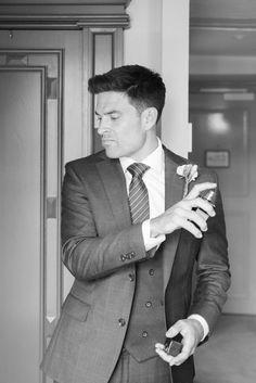 Groom getting ready | Groomsmen | | Groomsmen ideas | | Groomsmen outfits | | wedding | #Groomsmen #wedding #groomstyles #wedding #amsterdamwedding | captured by Jessica Jongman Photography - www.jessicajongman.com Groomsmen Outfits, Wedding Tux, Groom Getting Ready, Romantic Weddings, Wedding Inspiration, Elegant, Photography, Ideas, Style