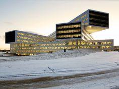Pilha de volumes em meio à neve - Casa Vogue | Arquitetura