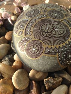 It looks like lichen clinging and growing to a stone. Hand drawn with metallic oil based pens and a trusty Sharpie. There is no protective varnish over these pieces and may not weather well outdoors. They do fine under a quick rinse of running water, do not scrub. As this was created for a themed art show, it is unlikely I will create any more of these rocks. Approximate size is 5x4