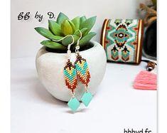 Boucles d'Oreilles en Perles Miyuki Délicas tissées à la main. Crochets d'Oreilles , Motif Plume turquoise, marron..