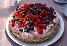 This Granola Breakfast Pizza Is Topped With Yogurt + Fruit, And We're In Love Danish Food, Breakfast Pizza, Cakes And More, Let Them Eat Cake, I Love Food, Yummy Cakes, No Bake Cake, Food Processor Recipes, Cake Recipes