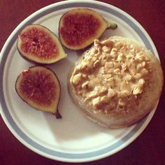 Crumpet with crunchy PB and figs