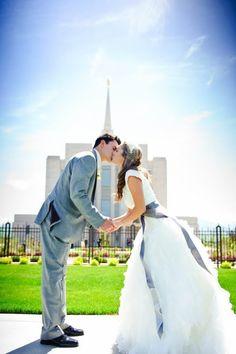 """""""Para um bom casamento, não é preciso que o homem e a mulher sejam perfeitos. É preciso apenas que esse homem e essa mulher se empenhem juntos em busca da perfeição"""" -Élder Dallin H. Oaks"""