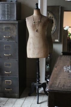 French vintage mannequin.(attic.©2013)