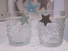 De glaasjes beschilderen met deco ijsgel en dan rollen in pareltjes