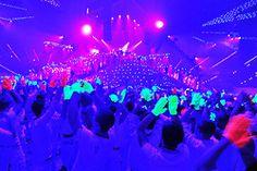black light concert, omg, looking effing awesome!!! ;0 ;)