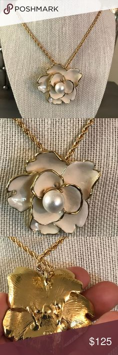 Kenneth Jay Lane Gold Pearl Flower Necklace Gold tone. Kenneth Jay Lane Jewelry Necklaces