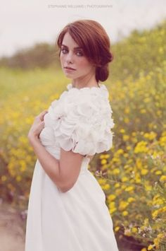 cute bridal cover up ideas. read more - http://www.hummingheartstrings.de/index.php/accessoires/waermende-brautaccessoires/