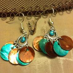 Boucles pour oreilles percées en métal argenté sans nickel, de nacres bleues et marrons - bijoux tessness