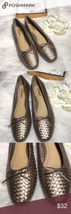 Trotters gold weave flat shoes Made in Brazil , Balance man made, Upper leather in great previously Loved condition, minor scuffs see pictures Trotters Shoes Flats & Loafers