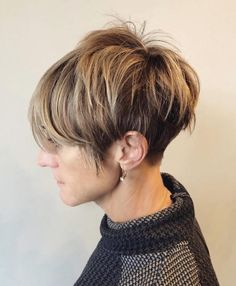 20 Remarkable Dark Ombre Hair Color Ideas for 2019 Ombre Sombre, Dark Ombre Hair, Brown To Blonde Ombre, Hair Color Dark, Ombre Hair Color, Chic Short Hair, Short Hair Styles, Really Curly Hair, Blonde Hair Black Girls
