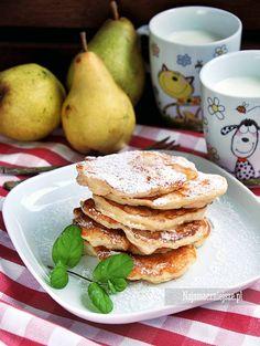 Delikatne placki z gruszkami, smaczne i szybkie w przygotowaniu. W sam raz na śniadanie i podwieczorek. Zamiast gruszek polecam również jabłka czy banany.