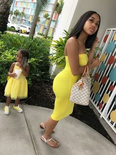 25 Cute Matching Mother And Daughter Outfits For Summer - mybabydoo Mother Daughter Outfits, Future Daughter, Mother And Child, Daughters, Cute Family, Baby Family, Family Goals, Summer Outfits, Cute Outfits