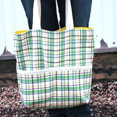 Nyári Madras Tote Bag http://www.allfreesewing.com/Bags-and-Purses/Your-Purse-Pattern-Tutorial-67-Free-Bag-Sewing-Patterns#DCYgCO61J3amPelE.01