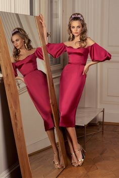 Rich in bright shades and a variety of silhouettes 'Allure' cocktail dresses collection brilliantly reflects all the latest trends in evening fashion. Evening Gowns With Sleeves, Long Evening Gowns, Short Cocktail Dress, Healthy Women, Beautiful Gowns, Beautiful Women, Spring Dresses, Feminine Style, Skirt Fashion