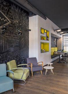 Pow Wow Königplatz - design by Dreimeta. ::: cafe, coffee, chalkboard wall, design, chairs, lounge
