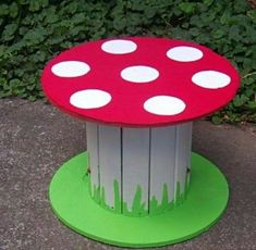 old wood spool table Kids Outdoor Play, Kids Play Area, Play Areas, Play Spaces, Outdoor Games, Wooden Cable Reel, Wooden Cable Spools, Cable Reel Table, Large Wooden Spools