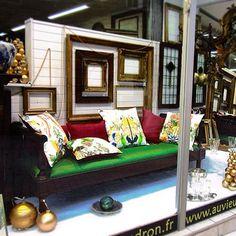 Christmas Time ! Sofa 1830's in mahogany with #christianlacroix tissu  #auvieuxchaudron#antiques#antiquites#vintage#shabbychic#deco#homedecoration#christmas#decoration#frenchfurniture#vintagehome#noel