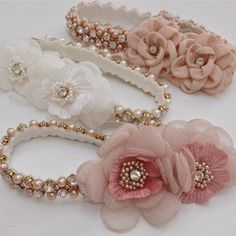 Delicadeza... Pearl Headband, Lace Headbands, Tulle Flowers, Fabric Flowers, Shabby Chic Flowers, Hair Chalk, Felt Baby, Boutique Bows, Diy Hair Accessories