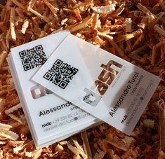 Apporter une touche de modernité à ses cartes de visite, c'est possible en jouant avec les matières et en insérant un QR code!