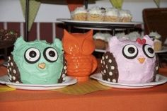 Owl cakes... these are cute!  Did they use white chocolate chips for the dots on the wings?