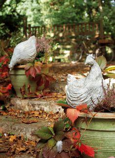 Des poules façonnées en mortier