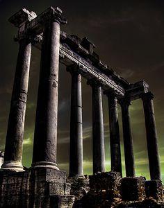 O Templo de Saturno - construído no século 5 aC , este foi um monumento ao deus romano Saturno, que foi homenageado através da Festa da Saturnalia .