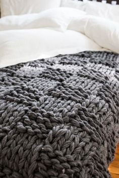 Knitting pattern for Chunky Knit Throw Blanket (Arm Knitting) on Etsy (affiliate link) Chunky Knit Throw Blanket, Hand Knit Blanket, Wool Blanket, Basket Weave Crochet Blanket, Blanket Basket, Knit Basket, Knitted Blankets, Baby Blankets, Throw Blankets