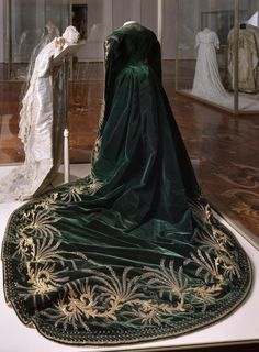 Ceremonial Court Dress for a lady-in-wainting, St Petersburg, Atelier of Olga Bulbenkova, late 19th century.Green velvelt, white satin, gold embroidery. © The State Hermitage Museum