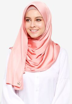 VERCATO pink Glam Diva Satin Silk Shawl F5E7DAA7B919C3GS_1