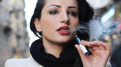 Das wohl beliebteste Hilfsmittel beim Nikotin-Entzug ist gefährlicher als gedacht. Forscher haben im Dampf von E-Zigarettengleich mehrere schädliche Substanzen entdeckt. Eine davon steht in Verdacht, die sogenannte Popcorn-Lunge zu verursachen.R...
