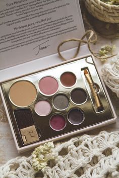Jane Iredale makeup - Color sample set review | TLV Birdie Blog
