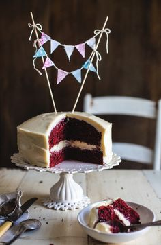 Red Velvet Cake (recipe in French) - 3 Fois par Jour Love Eat, Love Food, Baking Cupcakes, Cupcake Cakes, Cheesecake Recipes, Dessert Recipes, Different Cakes, Salty Cake, Perfect Food