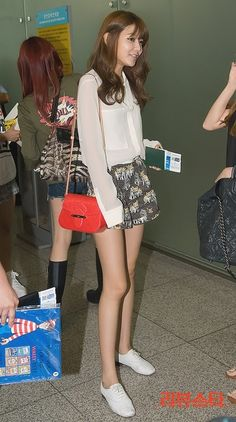 So in love with Sooyoung's outfit here. Snsd Airport Fashion, Snsd Fashion, Pop Fashion, Asian Fashion, Daily Fashion, Everyday Fashion, Girl Fashion, Korean Celebrities, Celebs