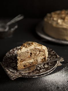 Apple cake with maple cream cheese frosting (adapted from Ottolenghi) on DrizzleandDip.com #recipe #baking