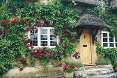 Midsomer Murders Locations - Long Crendon, Oxfordshire One of my most favorite series! English Country Cottages, English Village, English Countryside, Midsomer Murders, Stone Cottages, England, English House, Cottage Homes, Great Britain