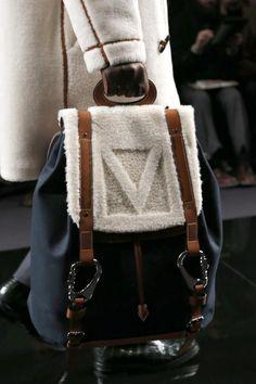 Preciosa mochila en tejido con detalles en cuero & lana by Louis Vuitton.