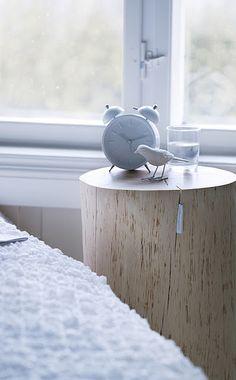 Baumstamm als Tisch (Krasser) - Leuchtend Grau