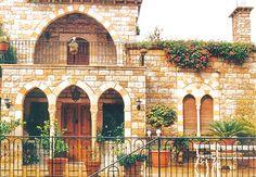 Old Arabic house in Lebanon Brick Architecture, Islamic Architecture, Classic Architecture, Arabian Decor, Beautiful Homes, Beautiful Places, Creepy Houses, Islamic Decor, Beirut Lebanon