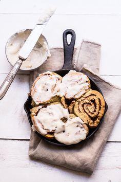 ... vegan cinnamon rolls (gluten-free) ...